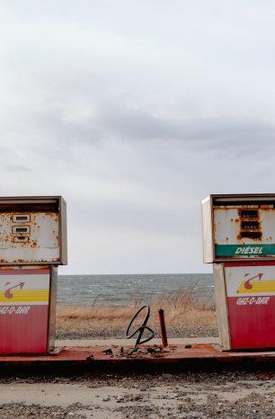 2020 油價暴跌,台幣和台股的下一步